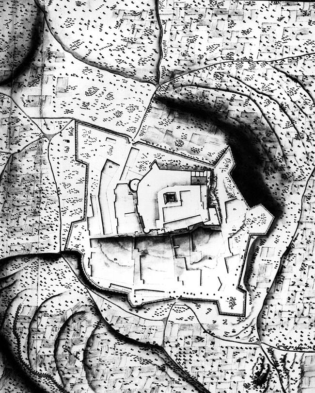 Plano Topografico elaborado en 1747 con la delimitacion definitiva del segundo amurallamiento de la villa, circundando sus arrabales (Archivo Simancas, copia de 1998).